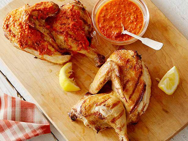 Курица на гриле в йогуртовом маринаде с Хариссой рецепт | Гранд кулинар